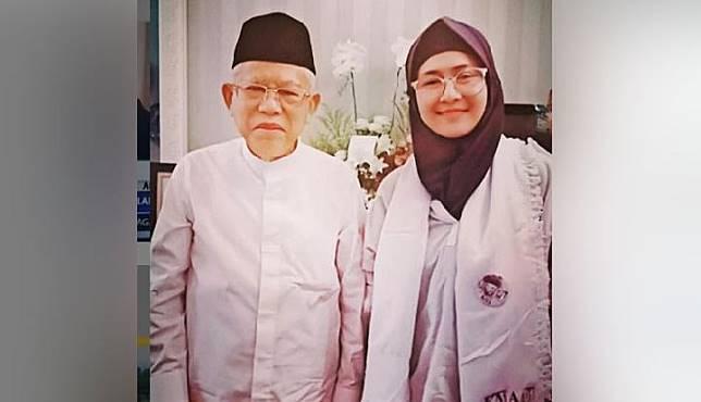 Ria Irawan berfoto bersama Ma'ruf Amin. Instagram