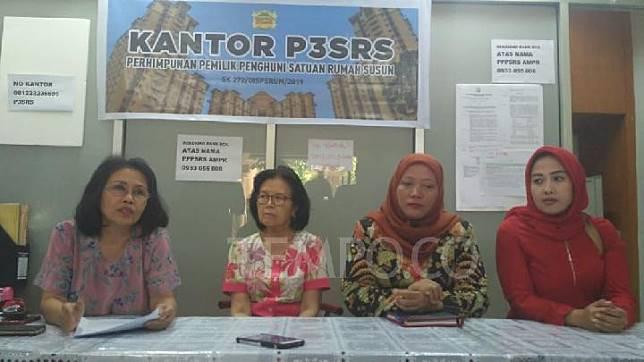 Komisioner KPAI dan P3SRS Apartemen Mediterania Palace saat konferensi pers tentang pemadaman listrik dan air di hunian itu, Rabu, 31 Juli 2019. Tempo/ Muh. Halwi