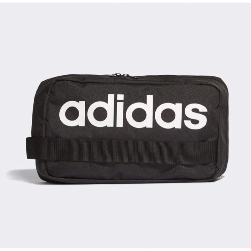 [Adidas] 側背logo大包包 黑 DT4823 《曼哈頓運動休閒館》