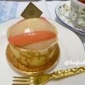 桃のクレープロール - 実際訪問したユーザーが直接撮影して投稿した新宿ケーキアンリ・シャルパンティエ 新宿伊勢丹店の写真のメニュー情報