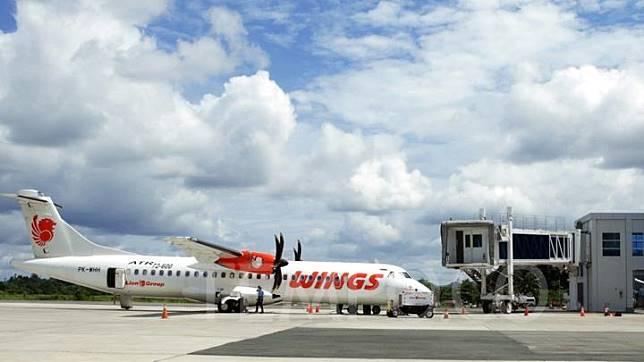 A Wings Air airplane at Sultan Aji Muhammad Sulaiman International Airport (SAMS) Sepinggan, Balikpapan, East Kalimantan, September 25, 2016. TEMPO/Nita Dian