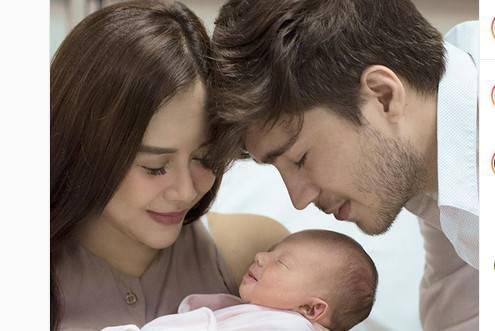 Aura Kasih - Eryck Amaral Tunjukkan Wajah Putrinya Untuk Pertama Kali
