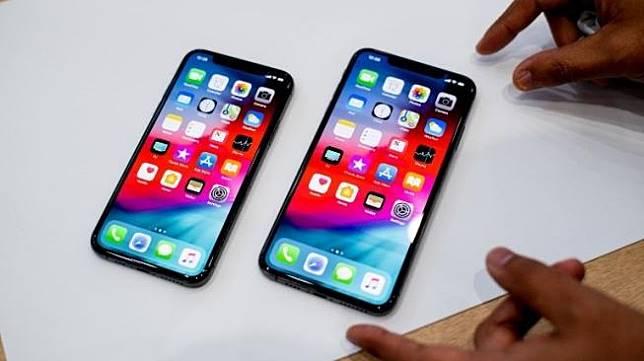 Polisi amankan ribuan iPhone rekondisi di Tangerang. Ilustrasi: iPhone XS (kiri) dan iPhone XS Max (kanan). [AFP]