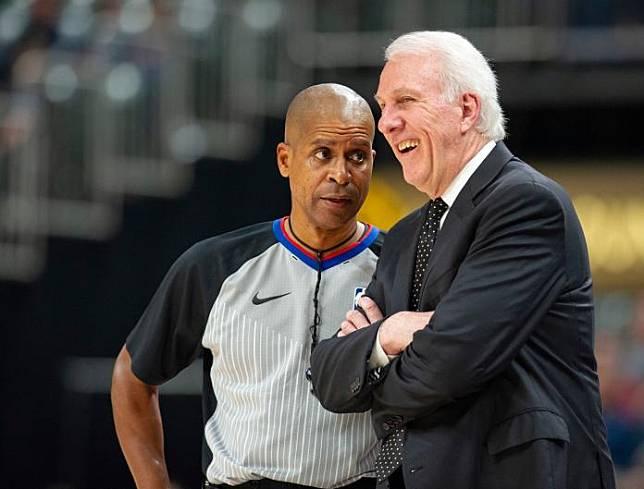 ▲馬刺總教練Gregg Popovich(右)並列NBA史上第4多勝教頭。(圖/美聯社/達志影像)