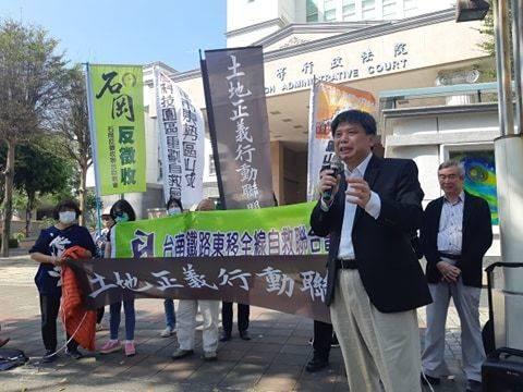 南鐵東移案將宣判,長期關注土地正義的政大地政系教授徐世榮也專程南下聽言詞辯論庭。記者賴郁薇/攝影