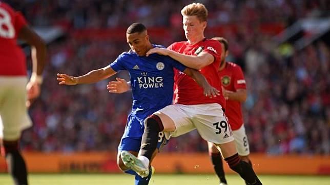 Gelandang Manchester United, Scott McTominay (kanan). [Oli SCARFF / AFP]