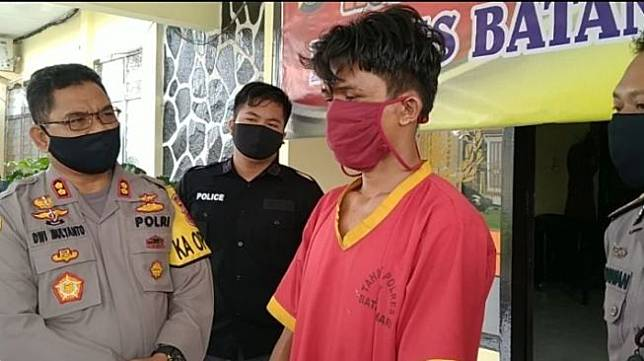 Pelaku pencabulan dua anak tiri di Kabupaten Batanghari, Jambi. (foto: via Metrojambi.com)