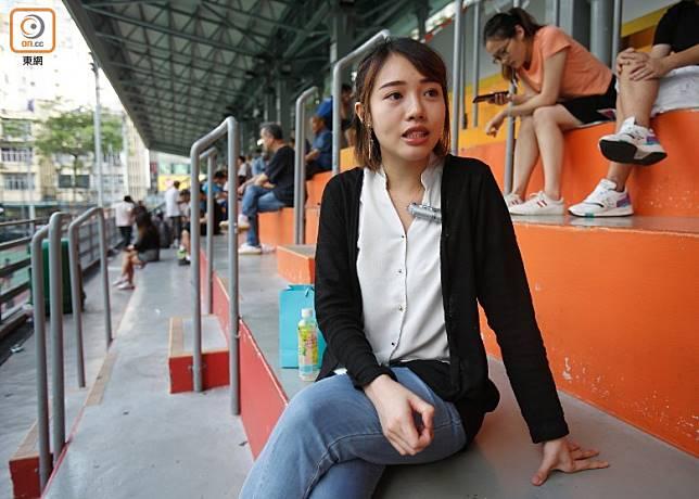 Yan不惜犧牲大部分休息時間工作賺錢,為求盡快移民。