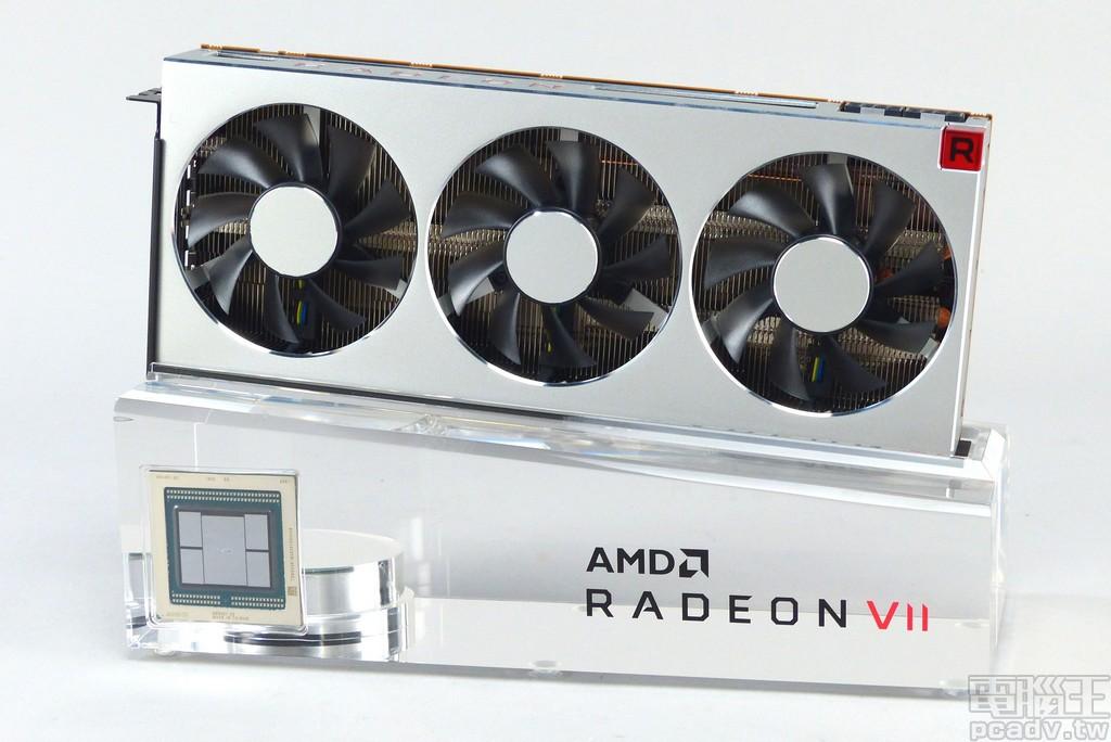 Radeon VII 放置在於壓克力底座展示