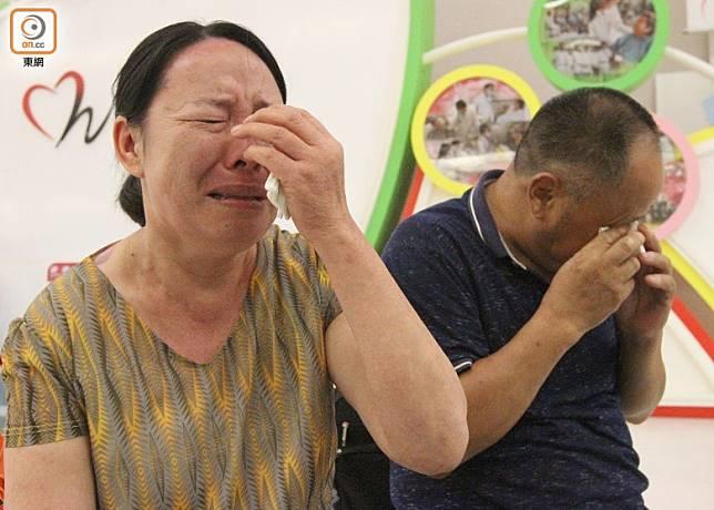 事主父母哭成淚人。(袁以諾攝)