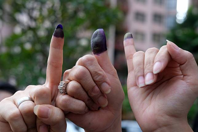 Voters show their finger after making the right to vote in one of the polling stations (TPS) in the Rasuna Apartment area, Setiabudi, Jakarta, April 17 2019.