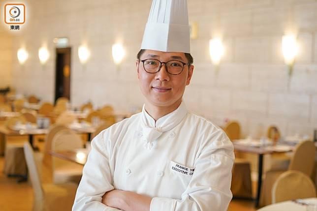 Frankie師傅表示,要凸顯青口的鮮味,最佳方法是用香草白酒煮,又或者烚熟做成海鮮冷盤。(張群生攝)