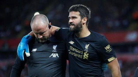 Alisson Cedera Liverpool Bidik Kiper Pengganti Sementara