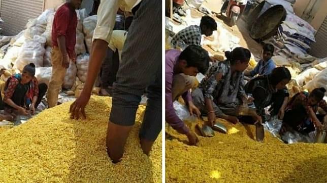 Foto viral yang disebut sebagai proses produksi snack ala India.