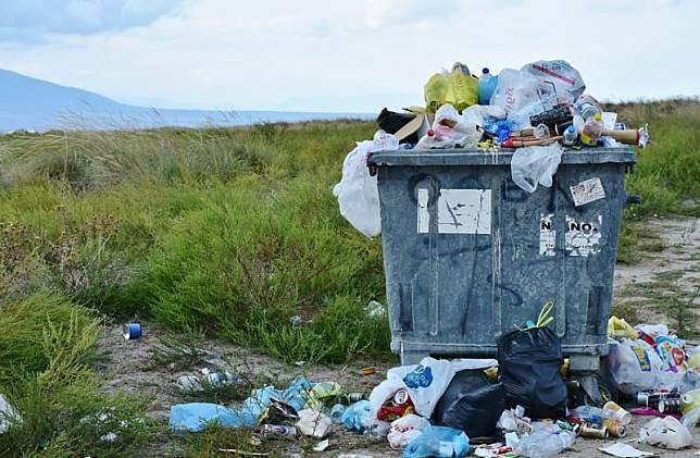 Tanpa Disadari, Kita Makan Puluhan Ribu Plastik Setiap Tahunnya