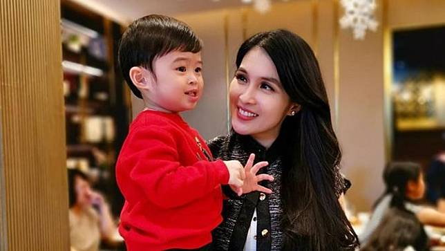 5 Aksi Gemas Raphael Moeis Anak Sandra Dewi, Jualan Es Krim Hingga Ingin Naik Bajaj