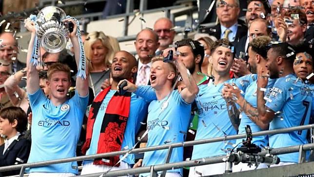 Skuat Manchester City merayakan gelar juara Piala FA