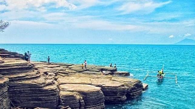 Panorama Unik Batu Berlapis