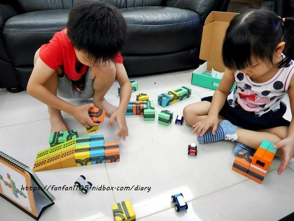 玩具推薦【Qbi 益智磁吸軌道玩具】 同樂組 #慣性齒輪小車 #紐倫堡新創玩具獎 親子同樂的好伙伴,也是暑假不可錯過的益智玩具 (11).JPG