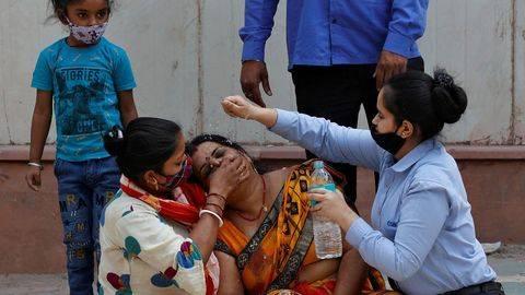 Kepala BNPB Doni Monardo meminta agar badai Covid-19 di India dijadikan peringatan untuk mematuhi pelarangan mudik yang dikeluarkan pemerintah belum lama ini. (Foto: REUTERS/DANISH SIDDIQUI)