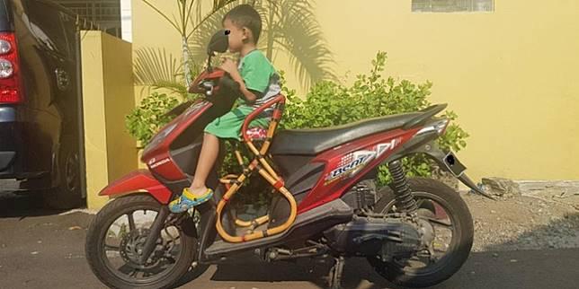 Kursi tambahan anak di sepeda motor matik (Liputan6.com/ Herdi Muhardi)