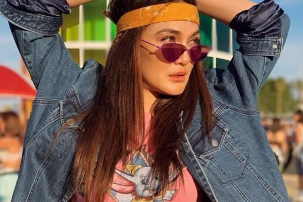 10 Gaya Hipster Luna Maya Hadiri Coachella, Seru Bareng Sahabat!