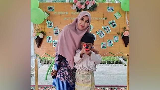 Ustaz Abdul Somad (UAS) resmi bercerai secara hukum Indonesia dengan Mellya Juniarti pada 3 Desember 2019. Selama hampir 7 tahun menikah, sosok sang mantan istri pun jarang disorot publik.instagram.com/mizyanhadziq