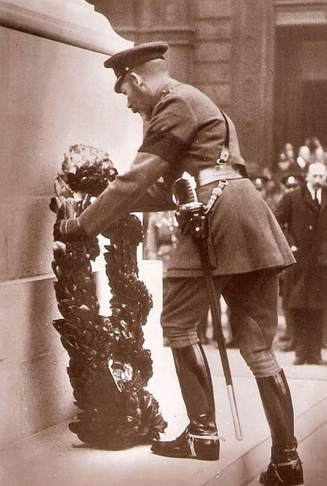 國殤紀念日是英王喬治五世於1919年11月7日創立,日期定為11月11日,是紀念第一次世界大戰於1918年11月11日上午11時隨着德國投降而結束。(互聯網)