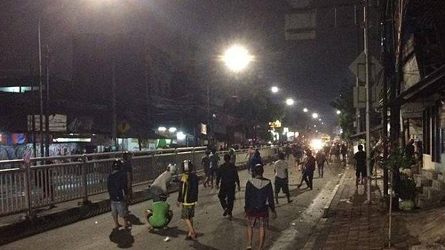 Youths (not those mentioned in the story) brawl on Jl. Rambutan in Tebet, South Jakarta, on Jan. 22.