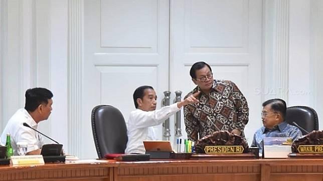 Presiden Jokowi saat pimpin rapat terbatas di Kantor Presiden. (Dok. Birosetpres).