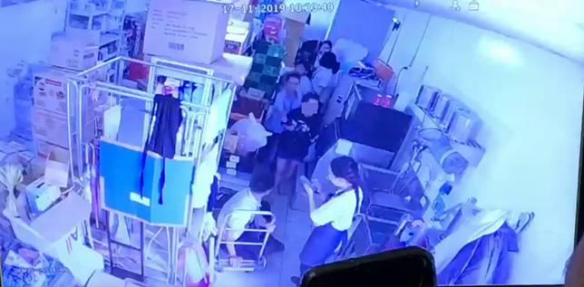 สลด! สาวร้านสะดวกซื้อเข้าห้องน้ำ คลอดเด็กทารกวัย 9 เดือนเสียชีวิตในโถส้วม