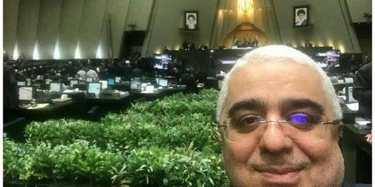 Anggota parlemen Iran selfie saat teror. ©Tasnim News Agency