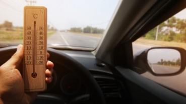 中國男子使用共享汽車後還沒下車誤按「還車」,結果大熱天被困車內差點虛脫、報警破窗救人