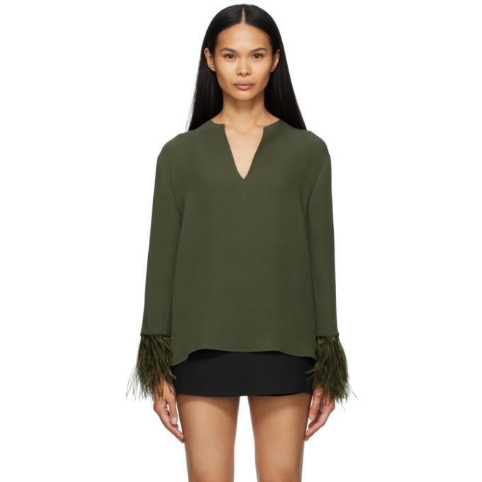 绿色长袖 V 领上装。· 袖口同色羽毛饰边供应商配色:Sage饰边:100% 鸵鸟羽毛