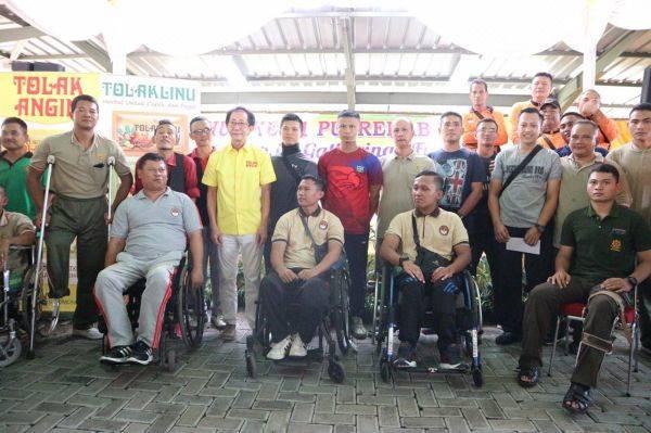 Kemhan dan PT Sido Muncul kembali memberikan operasi gratis bagi penderita katarak dan bantuan bagi warga disabilitas.