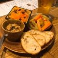前菜の盛り合わせ3種 - 実際訪問したユーザーが直接撮影して投稿した西新宿ビストロ肉ビストロ灯の写真のメニュー情報