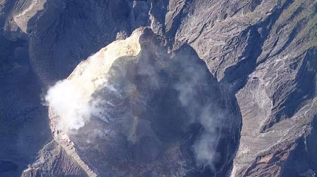 Kawah Gunung Agung [dok UGM dan BNPB]