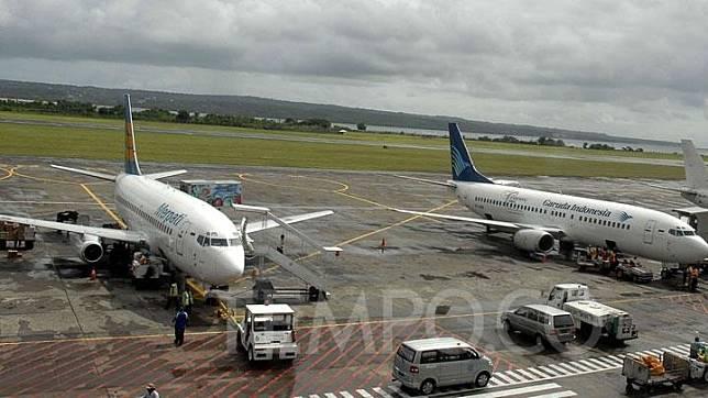 Pesawat Merpati Nusantara Airlines (MNA), dan Pesawat Garuda Indonesia. Dok.TEMPO/ Dimas Aryo