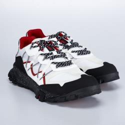 ◎銀級鞣皮廠製造的優質皮革,|◎Sensorflex™彈性舒適系統及輕量OrthoLite泡綿鞋床,長效支撐,|◎Timberdry™ 環保防水塗層,維持乾爽品牌:Timberland定位:專櫃品牌適