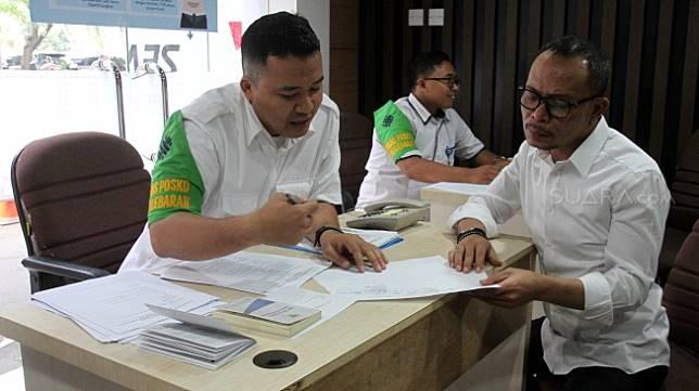 Menteri Ketenagakerjaan Hanif Dhakiri membuka posko pengaduan tunjangan hari raya (THR) Idul Fitri 2018 di Pusat Pelayanan Terpadu Satu Atap (PTSA), gedung B kantor Kementerian Ketenagakerjaan (Kemnaker), Jakarta, Senin (28/5).