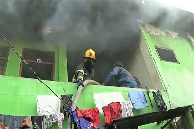Arus Pendek Listrik, 10 Kamar Kos-kosan di Dalam Ruko Terbakar