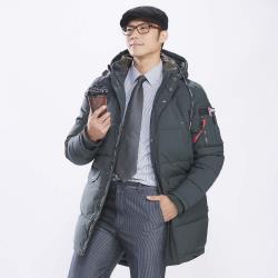 ◎外套採用全新升級面料- SMART-TEX,俗稱「會呼吸的布」,SMART-TEX所具備防風、防水、透氣、防寒、防汙等七大機能,等級之高,無人能出其右。 ◎ ◎‧主商品:外套*1入‧尺寸:M、L、XL、2XL‧顏色:黑曜石、鋼鐵灰、暗軍綠‧材質:表布:100%聚酯纖維裡布:100%聚酯纖維填充物:100%聚酯纖維‧產地:中國‧紡織品需加註標示:01.建議消費者穿著對照人體實際尺寸:(內衣、內褲或Free尺寸,只須標示建議尺寸)胸圍(成組之內衣褲須有內衣對照內褲之尺寸)尺寸身高體重胸圍M156~165CM60~67KG36~38L166~173CM68~73KG38~40XL174~178CM74~80KG40~422XL179~187CM81~88KG42~4402.QC衣服尺寸表(如衣服無肩寬請標斜肩長,就不用肩寬及袖長尺寸)胸圍衣長肩寬袖長(褲子、裙子須有:褲(裙)長、腰圍、臀圍、並標示高、中、低腰)尺寸MLXLXXL1衣長3434.53535.52肩寬17.518.519.520.53胸圍(腋下1量)22.523.524.525.54袖長2626.2526.526.7503.洗滌方式:以手洗滌/水溫最高不應超過攝氏40度/不可浸泡/不可機洗,請使用中性洗劑/不可漂白/不可以專業乾洗/脫水後於陰涼處懸掛晾乾/需墊布熨燙,溫度不超過110度/不可翻滾烘乾/請單獨洗滌04.縮率和色牢度:縮率5%以內,色牢度4級(含)以上。05.退貨限制:除商品本身有瑕疵、染色牢度差、車縫不良、髒汙、破損或尺寸不符可退換貨外,若吊牌一經毀損、拆除或衣服經洗滌後即不可退貨。贈品:(詳細說明各項贈品之品名/型號/規格/材質(成份)/功能/重量(容量)及簡易說明)‧是否有體驗品:否‧是否可體驗:否
