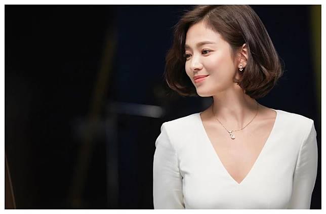 Song Hye Kyo  tampil mewah di acara Chaumet.