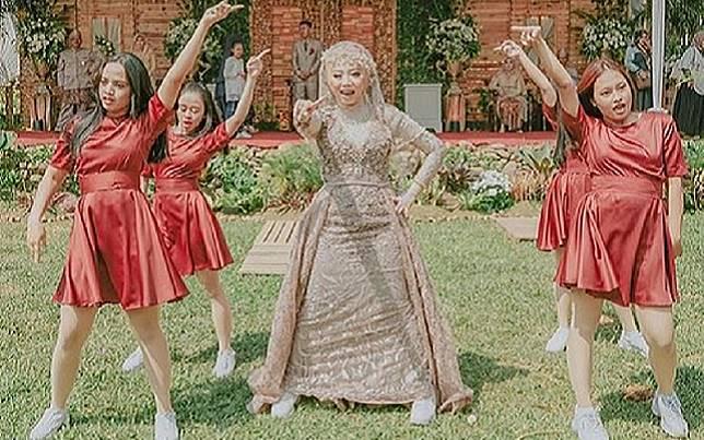 Viral Video Ukhti Menari K-Pop ala Twice di Resepsi Pernikahannya, Netizen: Impianku!