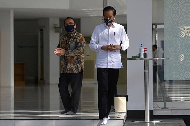 Presiden Joko Widodo (kanan)