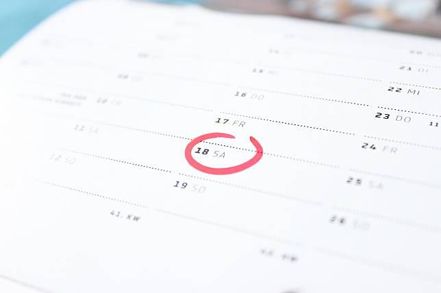 ▲一週的起始是週一還是週日,引起網友討論。(圖 / 翻攝自網路)