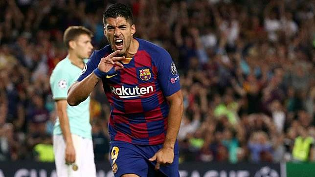 Penyerang Barcelona Luis Suarez, melakukan selebrasi setelah mencetak gol ke gawang Inter Milan dalam pertandingan Grup F Liga Champions di Camp Nou, Barcelona, 3 Oktober 2019. Barcelona berhasil mengalahkan Inter Milan 2-1. REUTERS/Sergio Perez