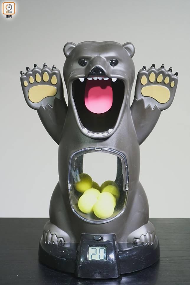 熊人鏢靶造型精美,唔玩當作擺設亦可以。(莫文俊攝)
