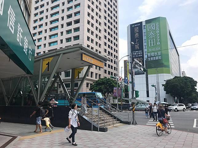 ▲台北市中山區吉林路商圈近捷運行天宮站,使用坪數較大的公寓,獲得在地客青睞。(圖/信義房屋提供)