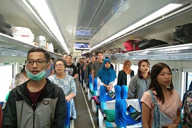 Passengers onboard a long-distance train passing Madiun, East Java, stood up to sing the national anthem on Indonesia's Independence Day on Saturday.